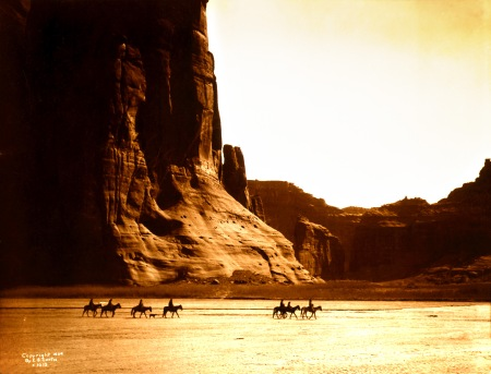 Edward_S._Curtis,_Canyon_de_Chelly,_Navajo,_1904