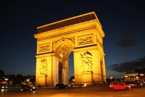 L'Arc_de_Triomphe_la_nuit