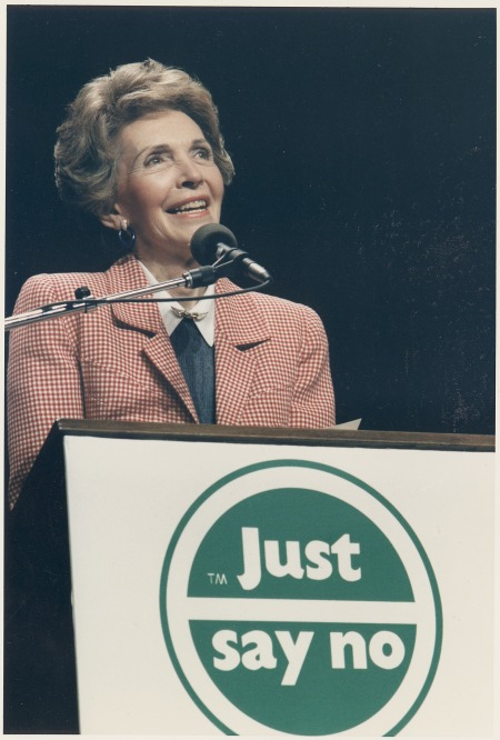 Photograph_of_Mrs._Reagan_speaking_at_a_'Just_Say_No'_Rally_in_Los_Angeles_-_NARA_-_198584