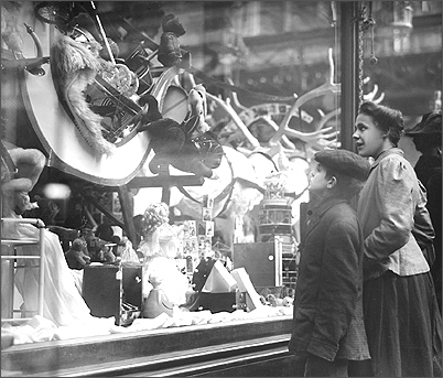 holiday-window-macys-1870s