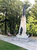 Statues 4-8